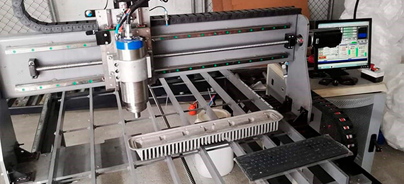 Diseño y fabricación de máquinas autónomas.